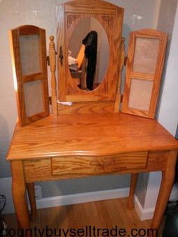 Desk or Make-up Dresser